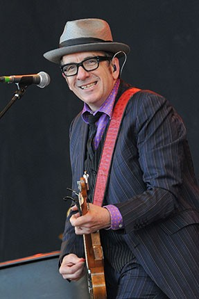 glastonbury_2013_elvis-costello-2